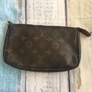 Louis Vuitton Bags - Authentic Louis Vuitton Monogram Pochette Bag